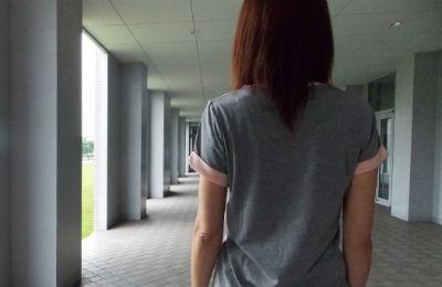 背中が痛みの原因は?右と左で変わる症状と病気
