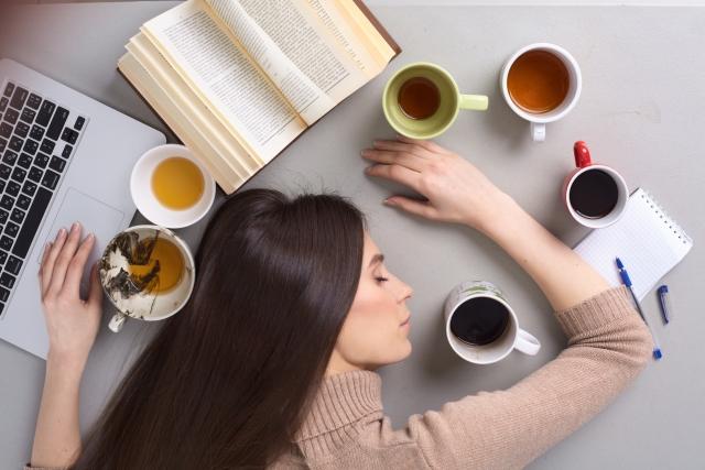 眠気は肩こりが原因? その関係性とは?