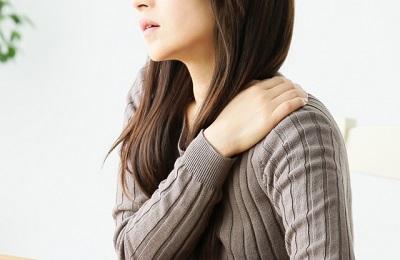目の疲れが肩こりに影響する理由