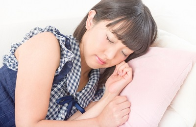 産後の腰痛対策! 理想的な寝方について