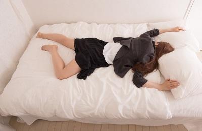 腰痛やぎっくり腰に負担のかかる寝る姿勢とは?