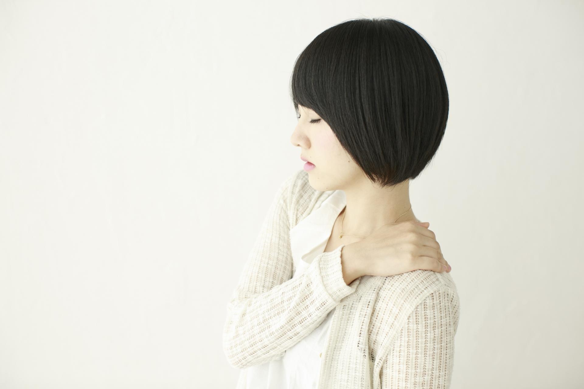 小顔への道は肩こり解消? 小顔と肩こりの関係性について