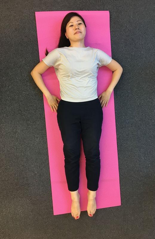 寝たままできる肩こり向けのストレッチ方法