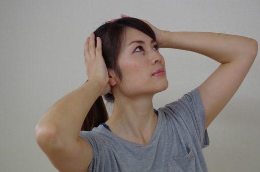 首と頭の境目のストレッチ