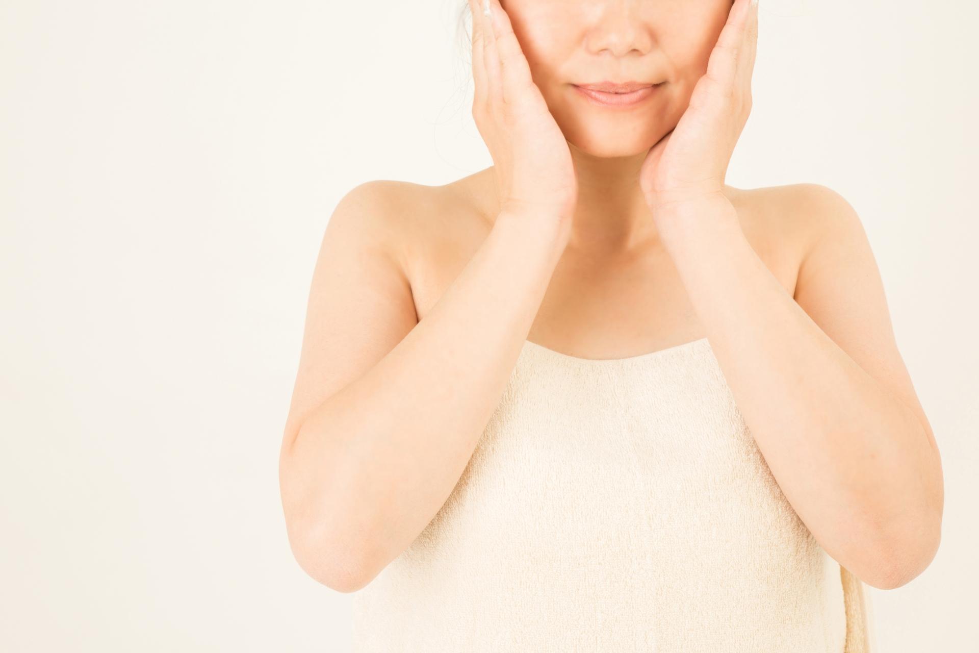 顔のむくみの原因と改善方法! むくみ改善につながるストレッチもご紹介