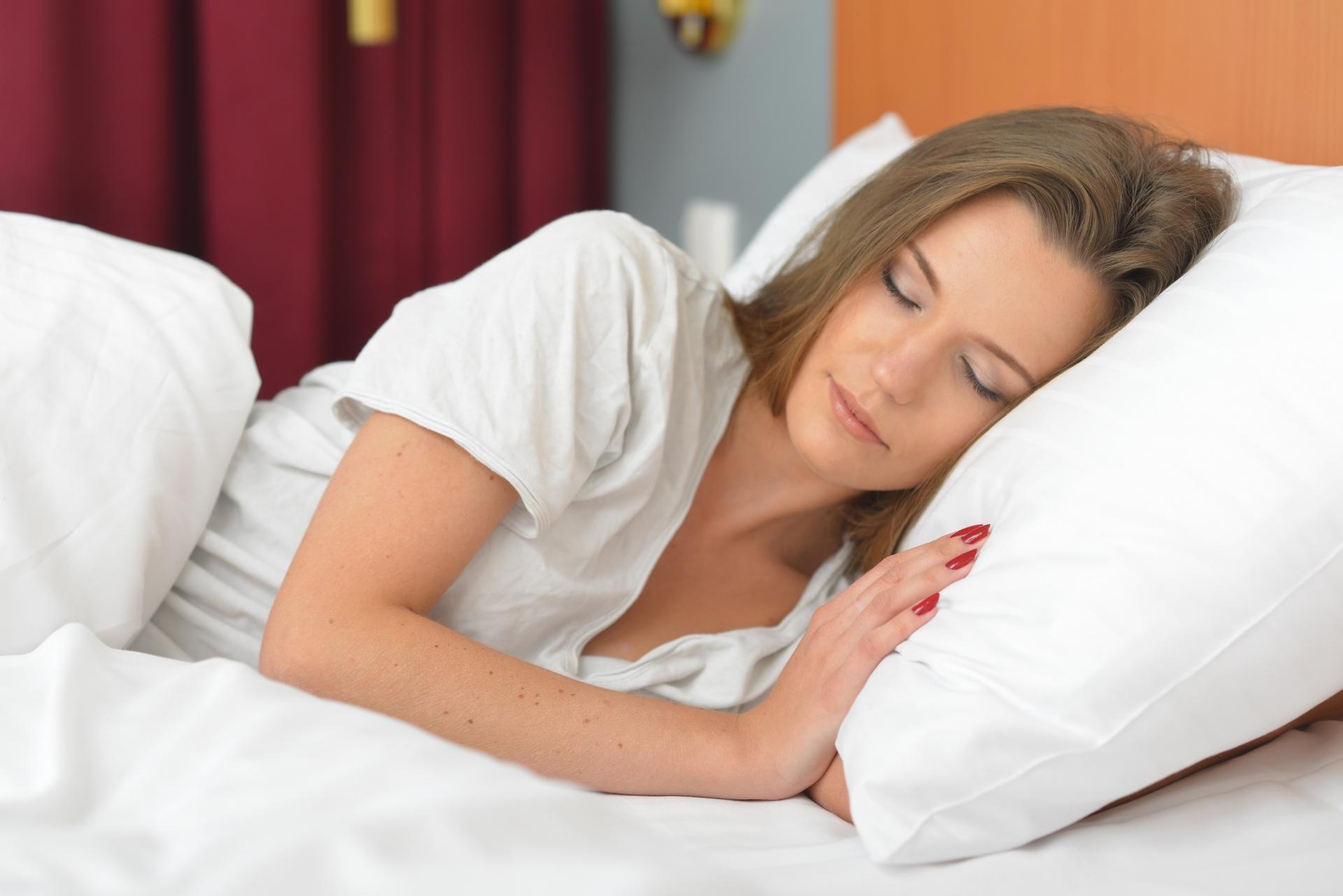 寝るだけでOK? 肩こりの改善につながる寝方とは?