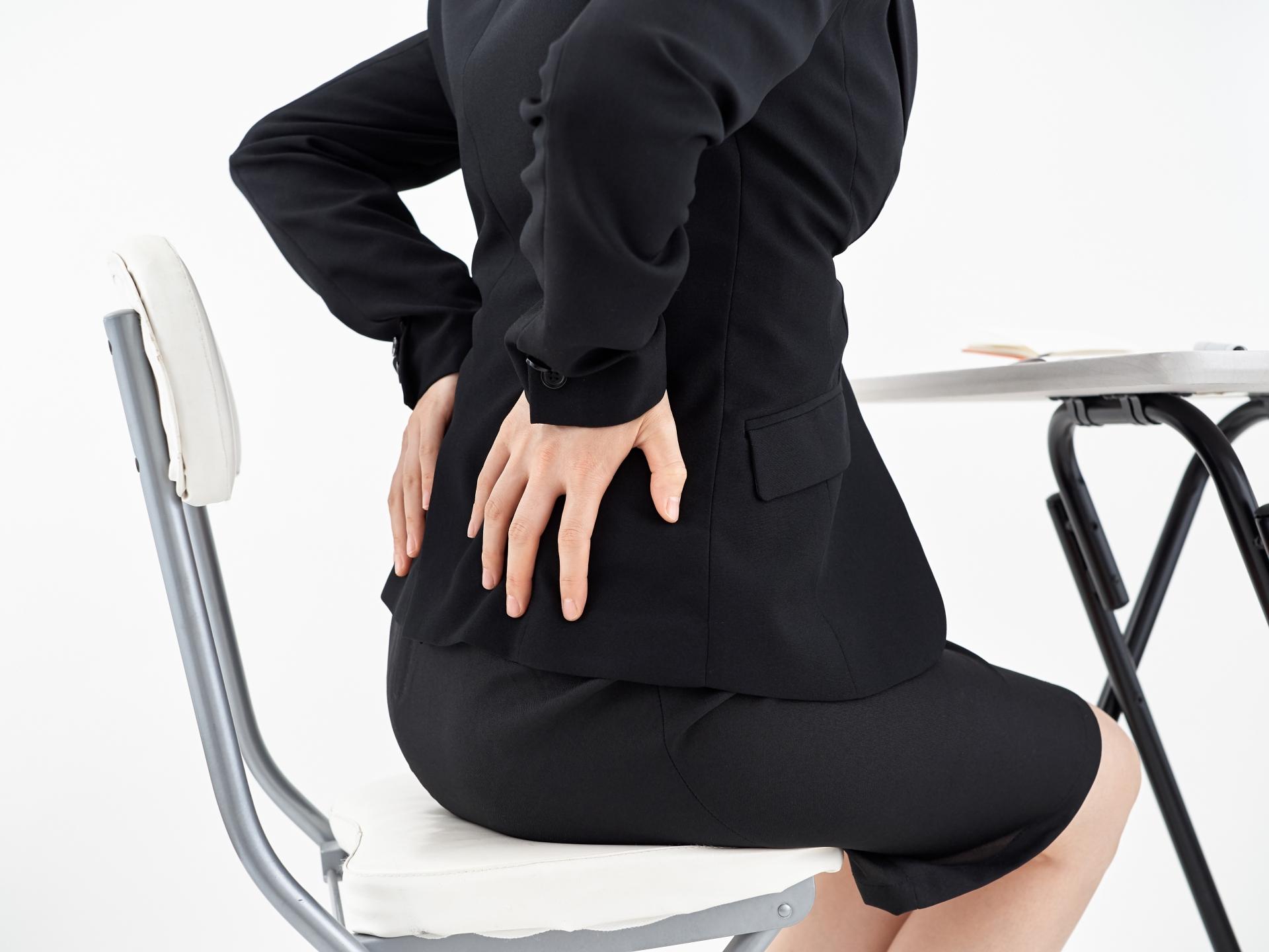 長時間座ると腰痛が悪化! その原因と対策とは?