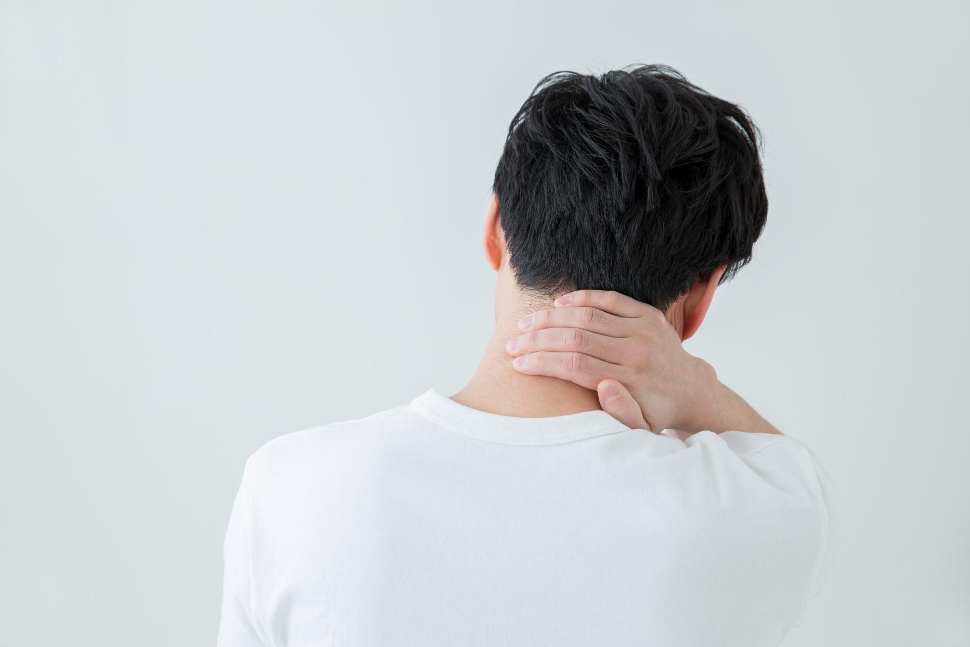 首こりの原因と症状について解説