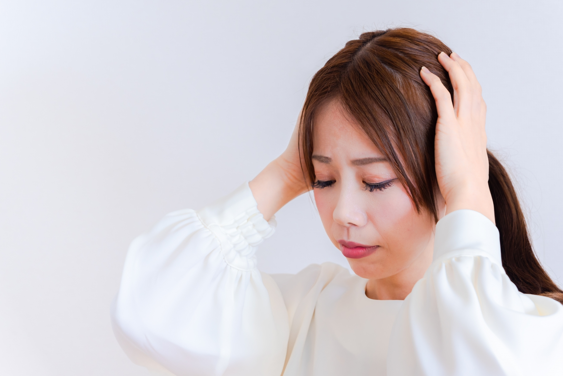 肩こりを伴う頭痛? 緊張型頭痛とは